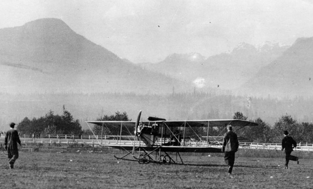 First parachute drop from a plane in Canada – May 1912