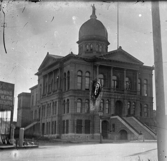 Photo of original courthouse courtesy Vancouver Archives CVA SGN 848 1900 hastings and cambie