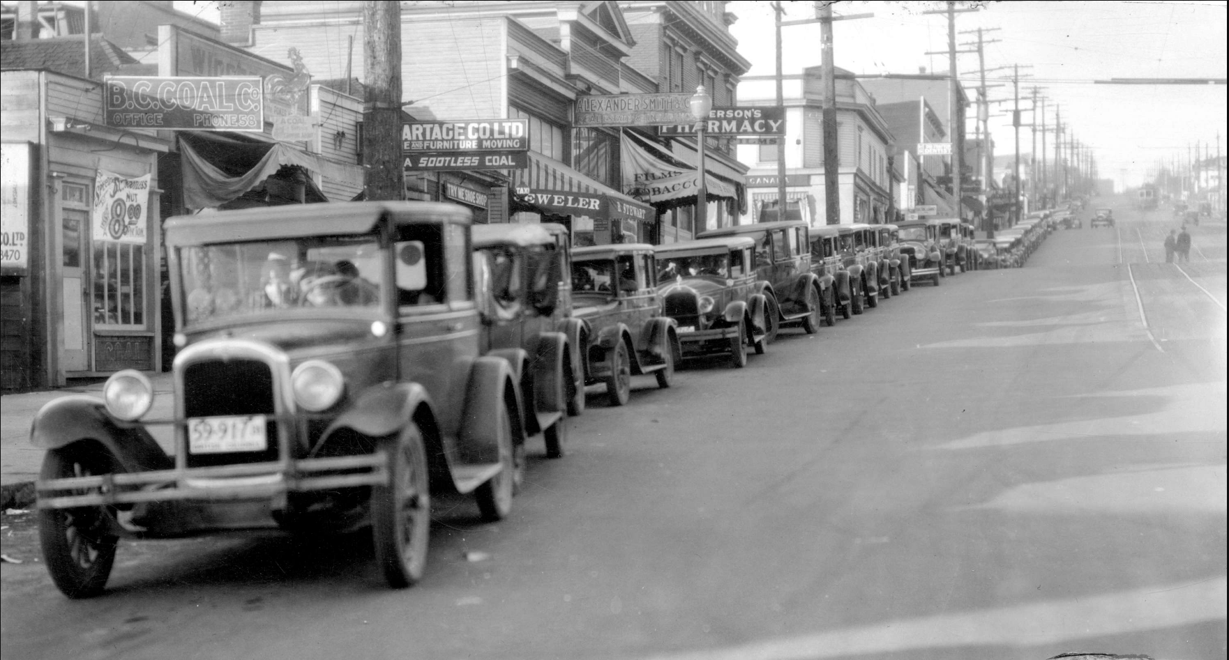 Ferry Line-up on Lonsdale Avenue i 1931. Photo courtesy Vancouver Archives Br P75.2