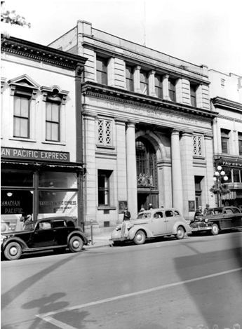 The Royal Bank building at 1108 Government St. in Victoria photographed in 1949 (BC Archives I-02169). The building was in disrepair when purchased by bookseller Jim Munro in 1984. The carved lettering in the granite facade above the entrance now read Munro's Books of Victoria.